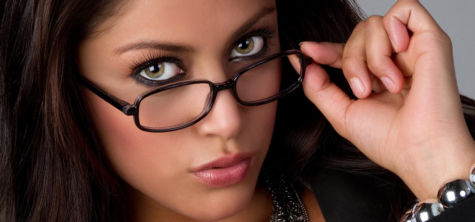 <div class='slider_caption'> <h1>Strenge Lehrerinnen erziehen Dich direkt am Hörer.</h1><a class='slider-readmore' href='http://www.domina-telefonsex.ch/lehrerin/'>Weiterlesen</a> </div>
